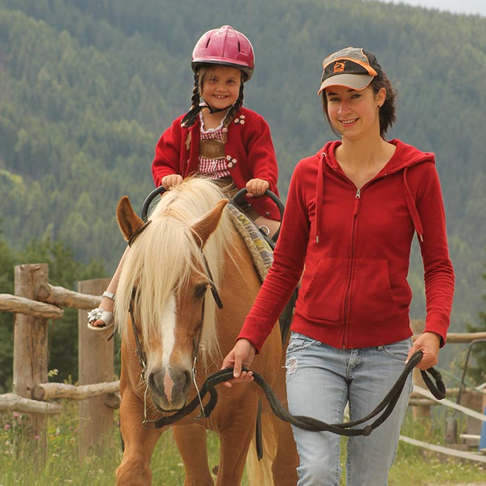 Horse riding with childrens